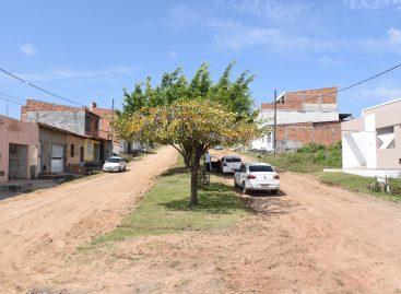 Edvaldo autoriza obras nos loteamentos Santa Catarina, Isabel Martins e Guarujá