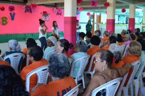 Palestra sobre prevenção ao câncer de mama tira dúvidas de mulheres atendidas pela LBV