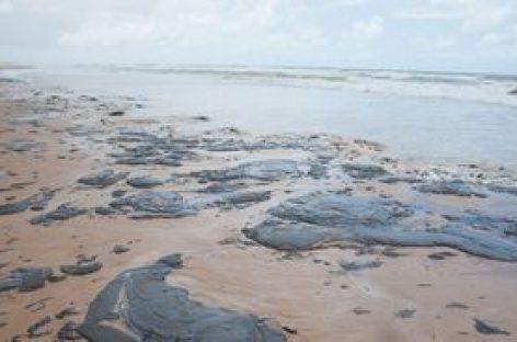 Consumidor pode remarcar viagem a praias atingidas por óleo