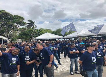 Policiais civis realizam ato na praça Fausto Cardoso, em frente à Alese