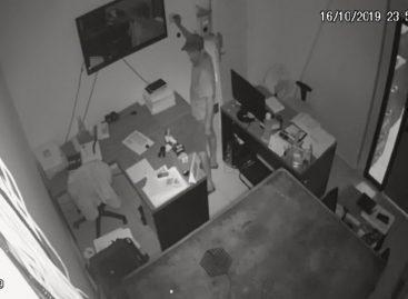 Corretora de seguros é invadida e suspeitos deixam prejuízo de cerca de R$ 50 mil