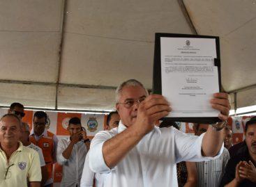 Prefeito de Socorro assina ordem de serviço para cobertura da canal do conjunto Jardim