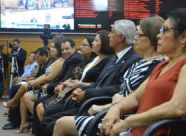 Deputados homenageiam professores com Medalha Manoel Bomfim