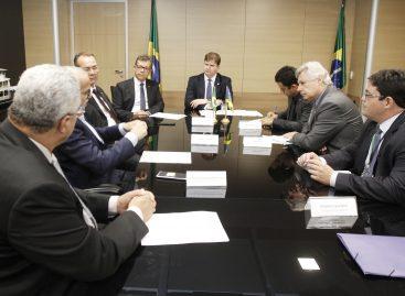 Laércio Oliveira solicita a liberação de recursos para Aracaju e Socorro