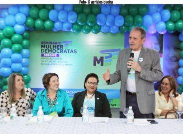 """""""Fortalecimento da atuação política de mulheres pelo Brasil"""", é tema de debate"""