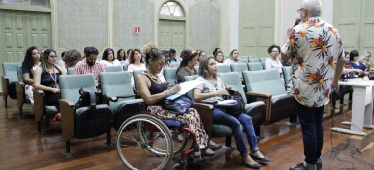 Bibliotecários e acadêmicos discutem políticas públicas do livro e leitura