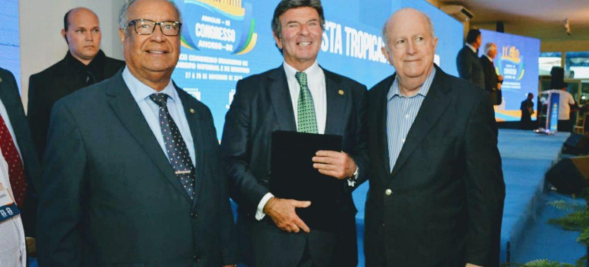 Ministro Luiz Fux encerra Congresso das ANOREGs em Aracaju