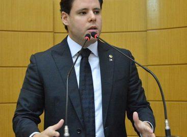 """Rodrigo diz que oposição é de """"comadre"""" e convida Alessandro para o debate"""