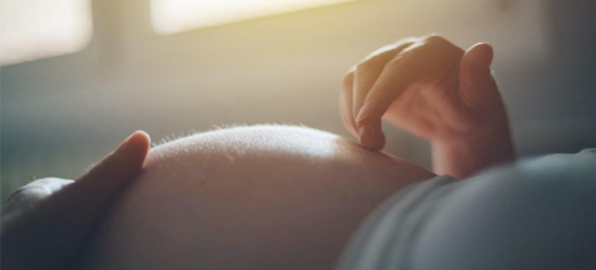 Mulher dá entrada em maternidade e estagiário pode ter errado