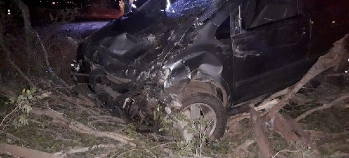 Acidente entre carro e moto deixa uma pessoa morta