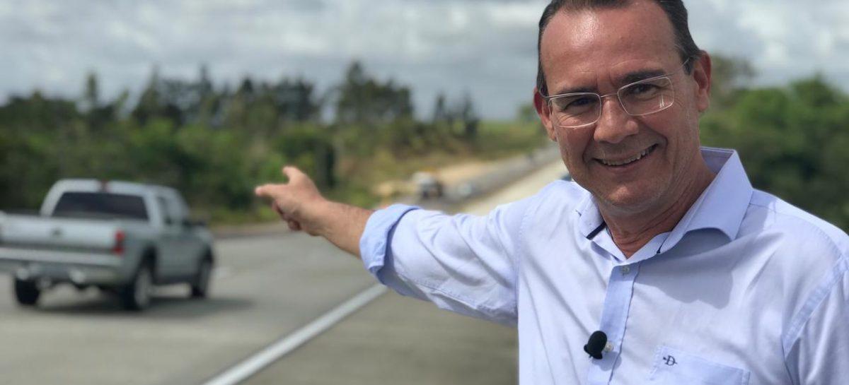 Zezinho Sobral vai à BR 101 e celebra liberação de mais um trecho duplicado