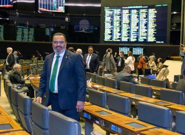 Valdevan: PL favorece acesso à rampa destinada a pessoas com mobilidade reduzida