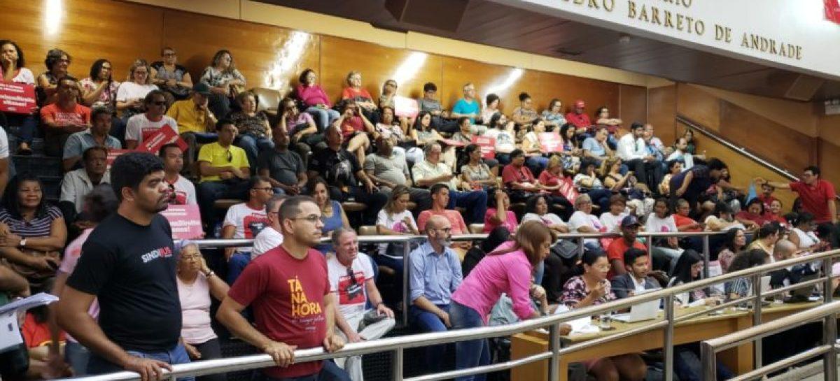 Servidores lotam as galerias da Alese e voltam a pedir apoio aos deputados