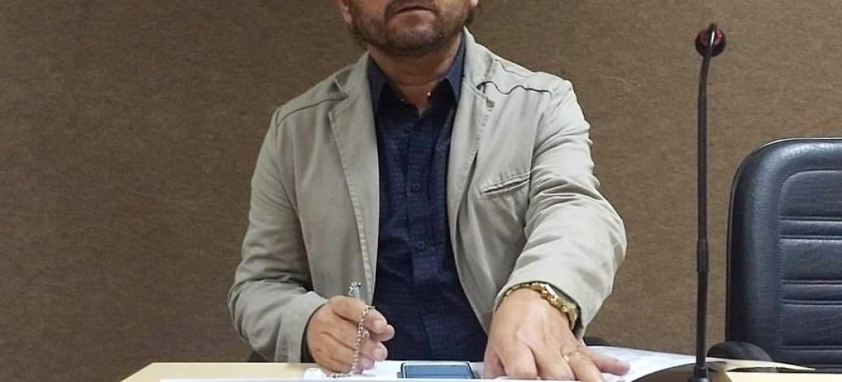 Prefeito de Canindé do São Francisco, Ednaldo da Farmácia, não renunciou ao mandato
