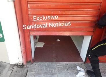 Loja é arrombada na Rua Bahia, no bairro Siqueira Campos