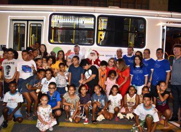 Mais de 600 pessoas de instituições filantrópicas são transportadas em passeios do Natal
