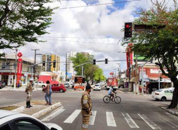 Obra do corredor Hermes Fontes provoca alteração do trânsito em trecho da avenida