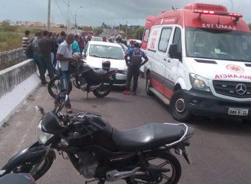 Motoboy morre após bater na traseira de um veículo de passeio para em cima de ponte