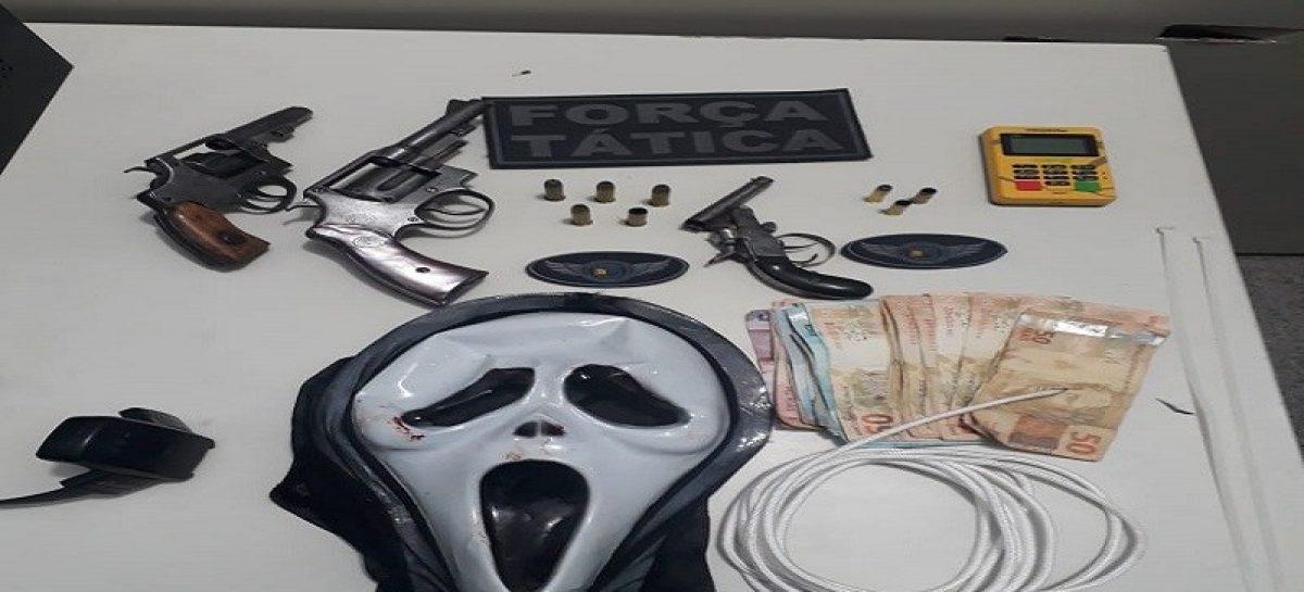 Quatro homens invadem residência na Atalaia, trocam tiros com PMs e três morrem