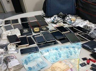 Servidor é preso em flagrante ao tentar entrar com 47 celulares em presídio