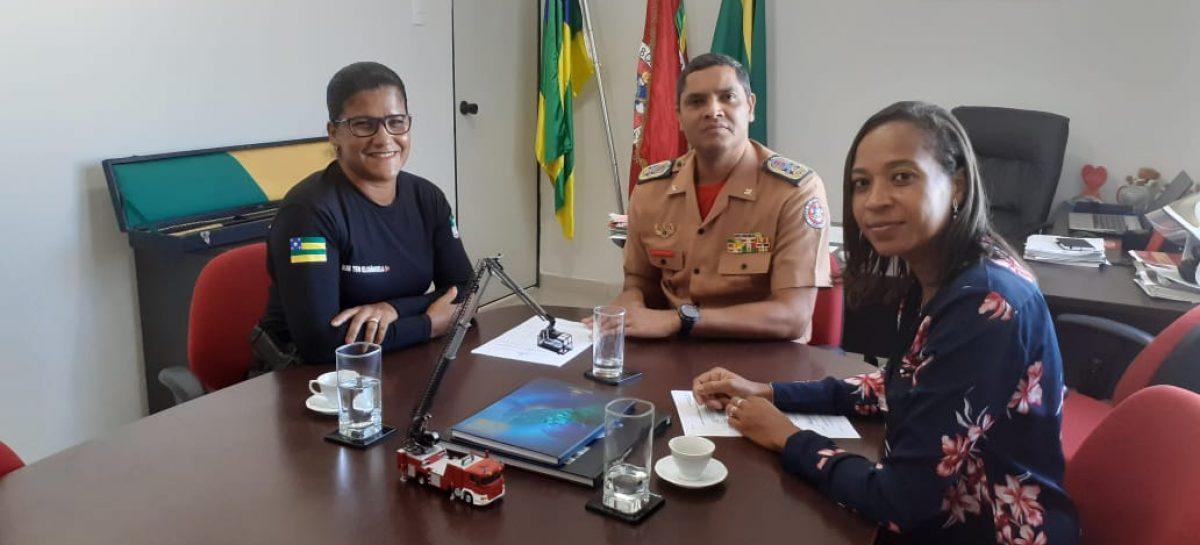 Representantes das ASIMUSEPSE são recebidas pelo comandante do CBM/SE