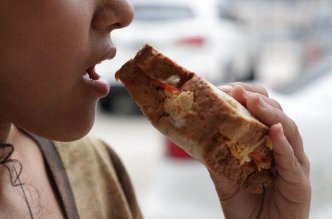 SES dá dicas de cuidados para quem costuma se alimentar na rua
