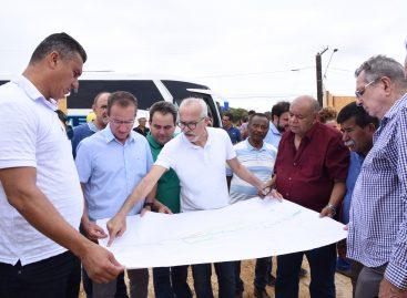 Acompanhado de vereadores, prefeito Edvaldo inspeciona obras em execução na cidade