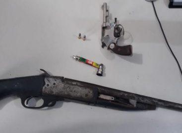 PM apreende dois menores com duas armas e moto roubada no Santa Maria