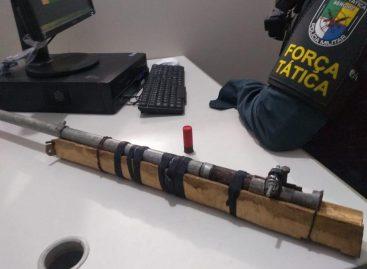 Policiais da Força Tática apreenderam espingarda calibre 12 de fabricação caseira
