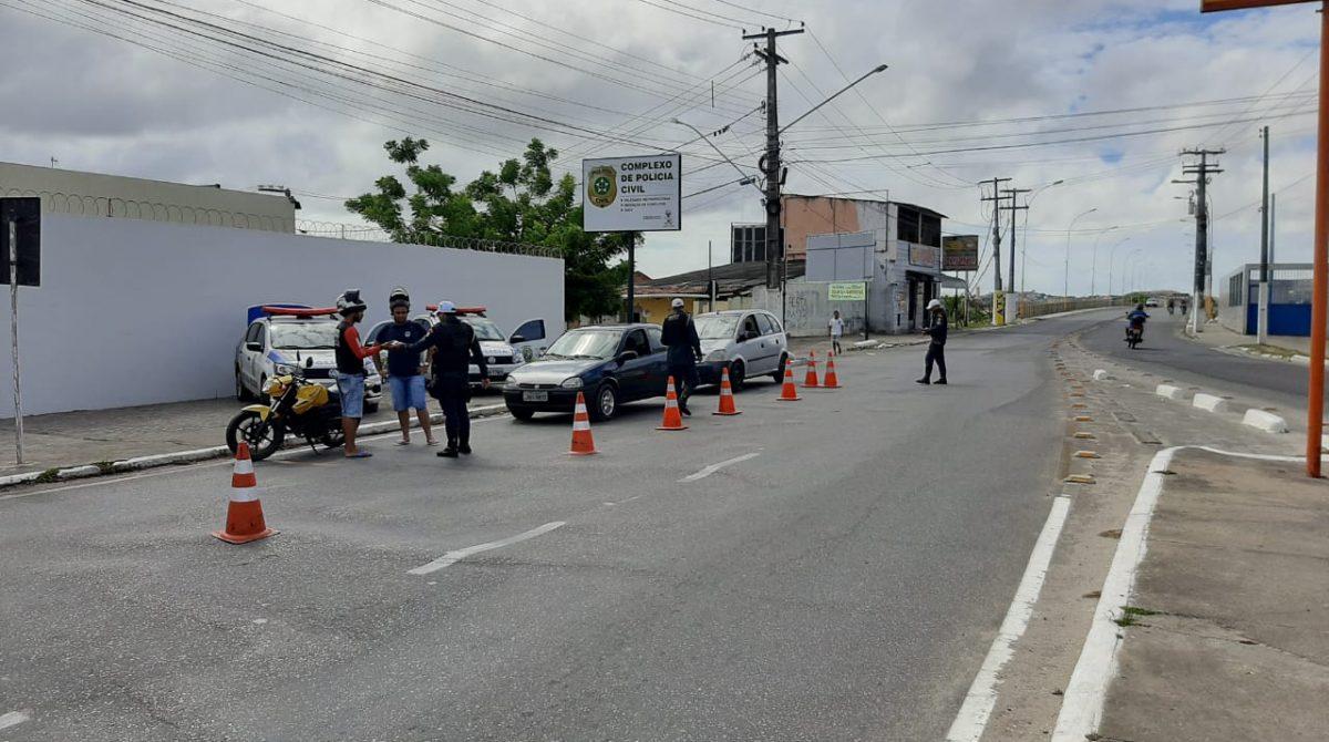 CPTRAN autua 13 condutores de veiculos por embriaguez em Aracaju neste fim de semana