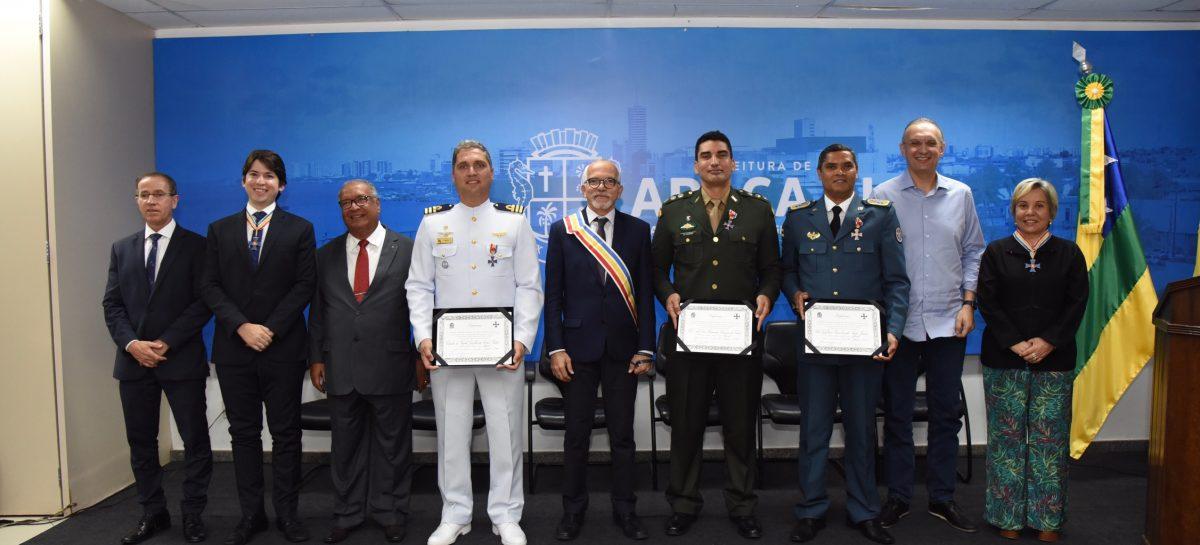 PMA condecora comandantes do 28º BC, Capitania dos Portos e Corpo de Bombeiros