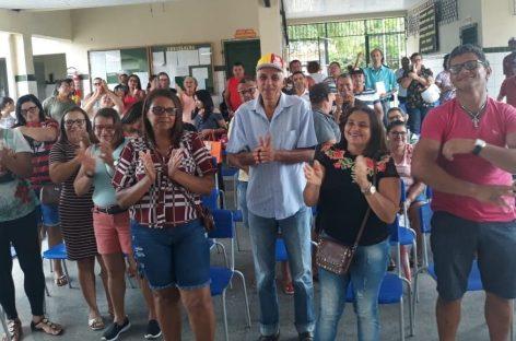 Servidores de Carira vão às ruas contra atraso salarial e 10 anos sem reajuste
