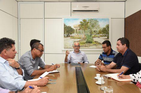 Prefeito Edvaldo reúne equipe que organizará programação do aniversário da cidade