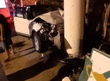 Acidentes deixam dois carros parcialmente destruídos