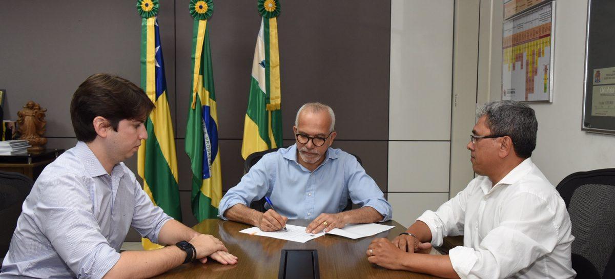 Edvaldo sanciona lei para novo prazo de isenção do IPTU e perdão de dívidas
