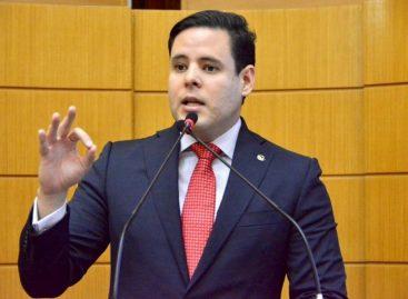 """Rodrigo Valadares diz que Alessandro """"é coronel do século 21"""""""