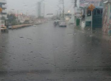 Chuvas deixam ruas completamente alagadas em Aracaju