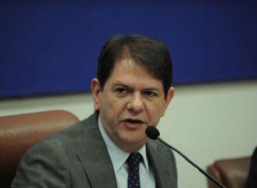 Cid Gomes tem alta e deixa Hospital Klinikum em Fortaleza