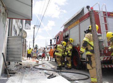 Corpo de Bombeiros é acionado para combater incêndio em Aracaju