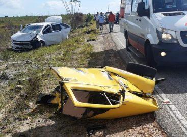 Acidente envolvendo dois carros de passeio deixa um morto e quatro feridos na SE-100