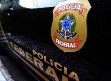 Polícia Federal realiza operação e cumpre mandado de buscas em um apartamento