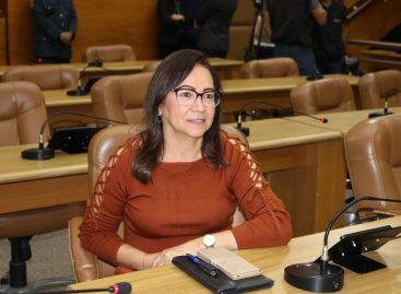 Diná Almeida defende maior representatividade feminina em esferas profissionais