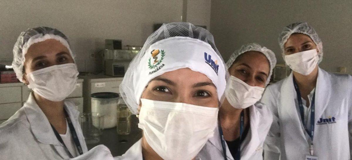 Curso de Farmácia da Unit produz 600 kg de álcool gel 70% para a SSP de Sergipe