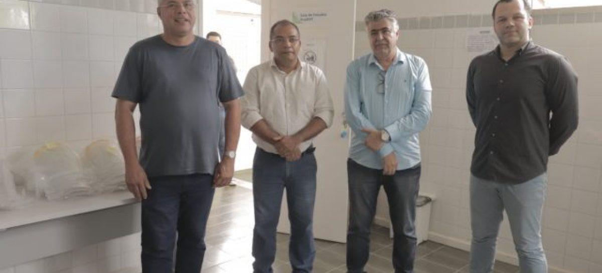 Padre Inaldo recebe 60 unidades de protetores faciais, doados pelo IFS