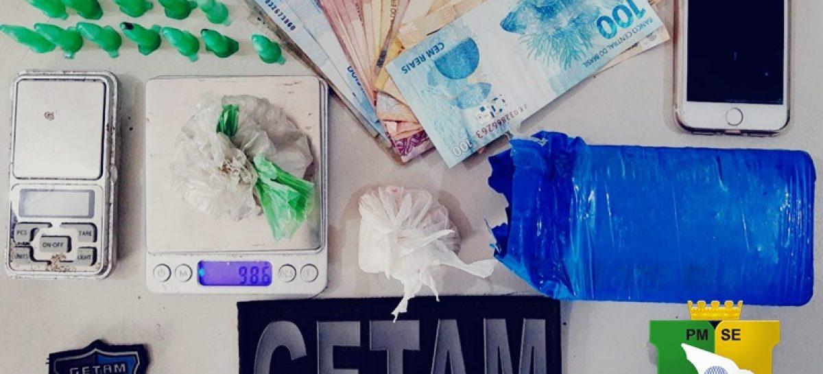 PM prende mulher e apreende drogas na zona norte de Aracaju