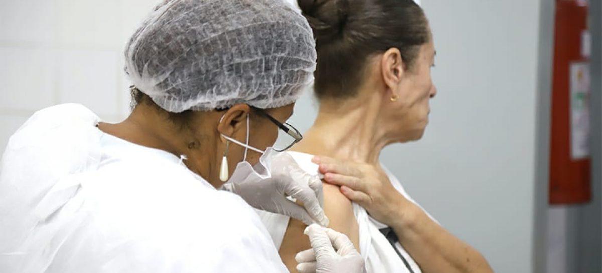 Aracaju é terceira capital do NE a atingir meta e vacinar 90% da população idosa