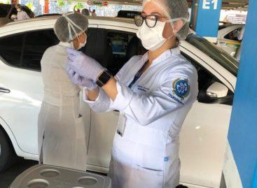 Professores de Enfermagem participam de vacinação de idosos em Aracaju