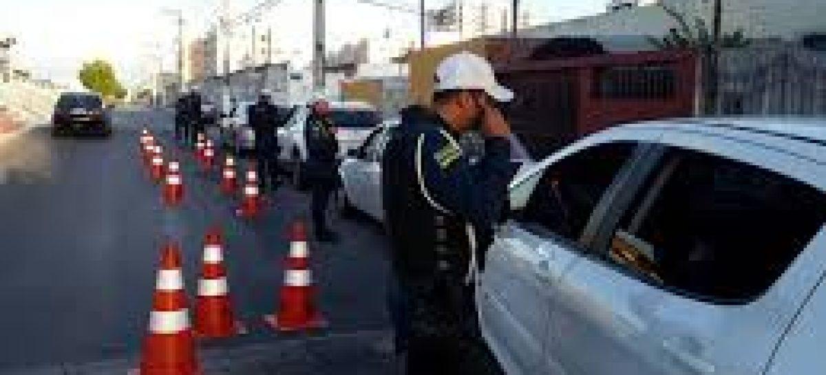 Três condutores são encaminhados para a delegacia por embriagues ao volante