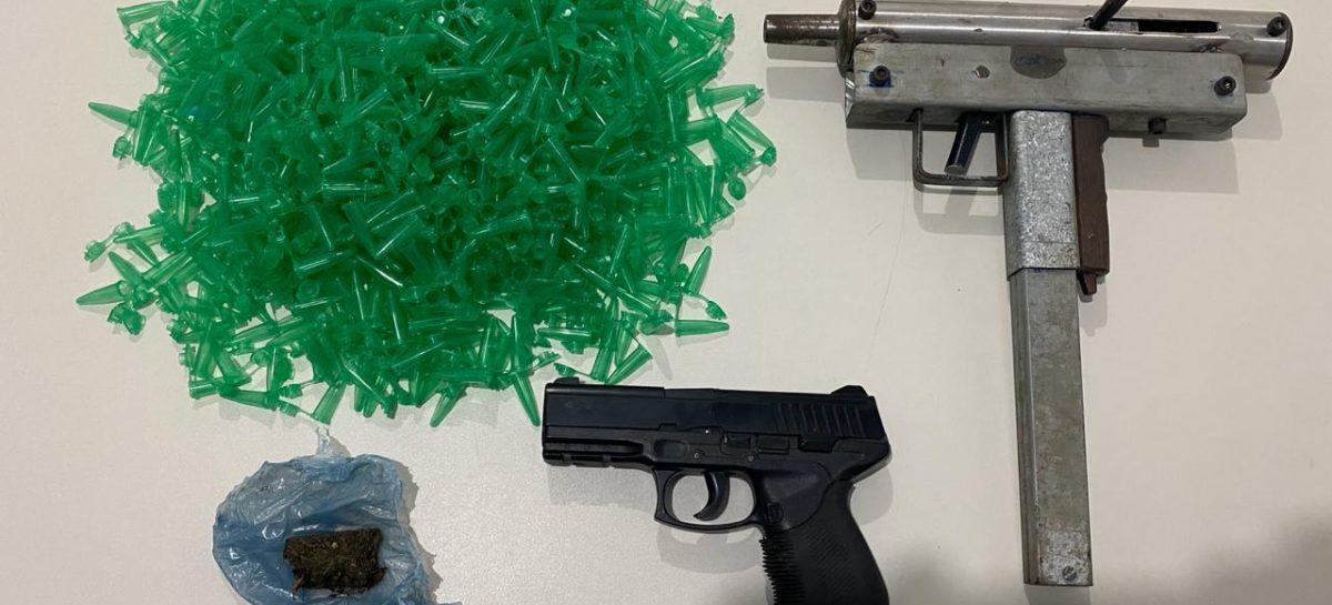 PC prende suspeito com submetralhadora e materiais de tráfico no Porto Dantas