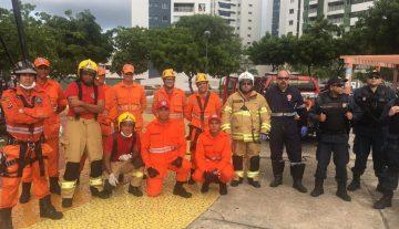 Bombeiros resgatam homem em farol desativado na capital